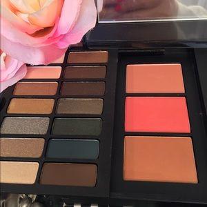 Estee Lauder Makeup - Estée Lauder Special Ed 42 Shades + 4 Brushes NWOB